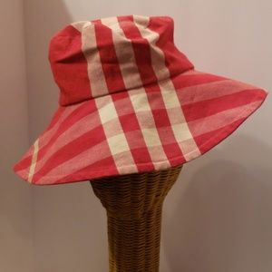 Burberry red bucket hat size M